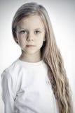 Śliczny dziewczyna model - zakończenie w górę ładnej dziewczyny z długim Zdjęcie Stock