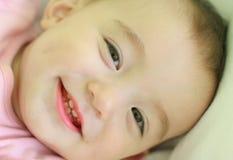 Śliczny dziewczynki ono uśmiecha się obraz stock