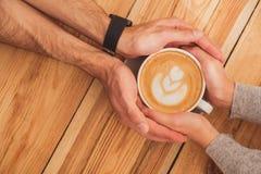 Śliczny kochający pary datowanie w kawiarni Obrazy Stock