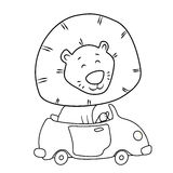 Śliczny kreskówka lew jedzie samochód obrazy stock