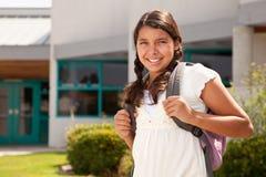 Śliczny Latynoski Nastoletni dziewczyna uczeń Przygotowywający dla szkoły obraz royalty free