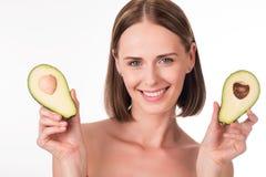 Śliczny młodej kobiety mienia avocado Obraz Royalty Free