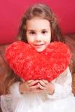 Śliczny małej dziewczynki mienia valentine serce Obraz Royalty Free
