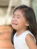 Śliczny mały azjatykci dziewczyna płacz obrazy royalty free