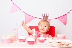 Śliczny mały princess przyjęcie urodzinowe najpierw zdjęcie stock