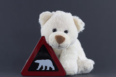 Śliczny niedźwiedzia polarnego lisiątko z znakiem ostrzegawczym Zdjęcia Stock