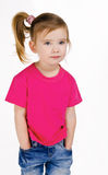 ślicznych dziewczyny cajgów mała portreta koszula t zdjęcie royalty free