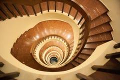 Ślimakowaty schody, stromego spadku puszek schodki zdjęcia royalty free