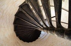 Ślimakowaty schody wśrodku starej przylądka Henry latarni morskiej w Virginia Fotografia Stock