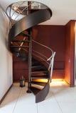 Ślimakowaty schody w nowożytnym luksusu domu zdjęcia stock