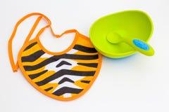 Śliniaczek, puchar i łyżka dla dziecka, Zdjęcia Royalty Free