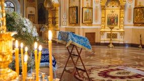 Ślubna ceremonia w antycznym kościół Obrazy Stock
