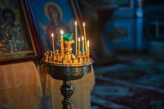 Ślubna ceremonia w antycznym kościół Zdjęcie Royalty Free