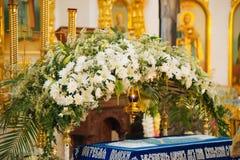 Ślubna ceremonia w antycznym kościół Obraz Stock