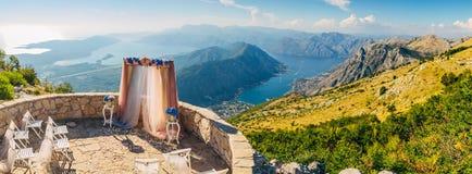 Ślubna ceremonia w górach zdjęcia royalty free