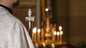 Ślubna ceremonia W kościół chrześcijańskim zdjęcie wideo