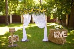 Ślubna ceremonia w wieśniaka stylu fotografia stock