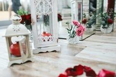 Ślubna dekoracja lampiony, granatowowie i szkło, Zdjęcia Royalty Free