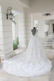 Ślubna suknia na mannequin robić w stawia panny młodej Obraz Stock