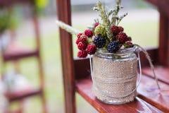 Ślubne jagody w słoju Zdjęcia Royalty Free