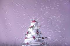 Ślubnego torta dekoracja z bąblem w ślubnej ceremonii Obrazy Royalty Free