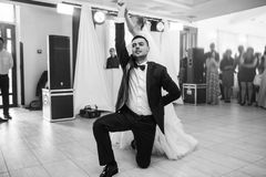 ślubnej ceremonii elegancka para w antycznym kościół Fotografia Royalty Free