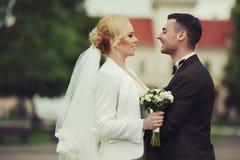 ślubnej ceremonii elegancka para w antycznym kościół Obraz Royalty Free