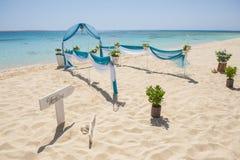 Ślubnej ceremonii ustawianie na tropikalnej plaży obraz royalty free