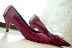 Ślubnej sukni i ślubu buty zdjęcia stock