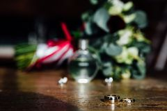 Ślubni akcesoria Bukiet i akcesoria panna młoda zatrzymuje Zdjęcia Royalty Free