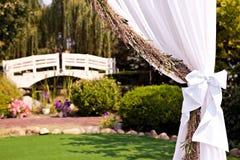 Ślubny łuk z świecznikiem zdjęcia royalty free