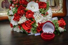 Ślubny bukiet kwiaty, ślubni temat, symboliczny miłość i romans fotografia royalty free