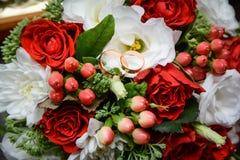 Ślubny bukiet kwiaty, ślubni temat, symboliczny miłość i romans zdjęcie royalty free