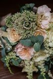 Ślubny bukiet kwiaty, ślubni temat, symboliczny miłość i romans zdjęcia royalty free