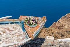 Ślubny bukiet na starej łodzi Zdjęcia Royalty Free