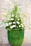 Ślubny bukiet z białymi różami i trawami Zdjęcia Stock