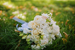 Ślubny bukiet z pierścionkami zaręczynowymi Zdjęcie Royalty Free