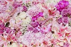 Ślubny bukiet z różanym krzakiem, Ranunculus asiaticus jako backgr Zdjęcia Royalty Free