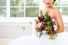 Ślubny bukiet z sukulentu chmielem i kwiatami Zdjęcie Royalty Free