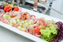 Ślubny cateringu jedzenie, bufeta stół fotografia stock