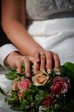 Ślubny kwiat i pierścionki Obrazy Royalty Free
