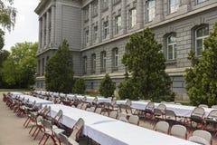Ślubny lunch przed budynkiem zdjęcia stock