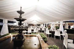 Ślubny miejsca wydarzenia wnętrze z fontanną Fotografia Royalty Free