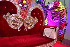 ślubny położenie z rocznika siedzeniem zdjęcia royalty free