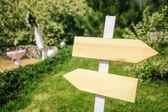 Ślubny pointer w wieśniaka stylu dla ceremonii w ogródzie obraz stock