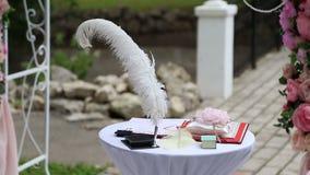 Ślubny stół dla państwo młodzi rejestraci zdjęcie wideo