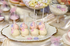 Ślubny tort strzela w menchiach i purpurach Zdjęcie Stock