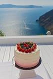 Ślubny tort z świeżymi jagodami Fotografia Stock