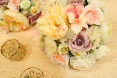 Ślubny wystroju stołu położenie i kwiaty Zdjęcia Royalty Free