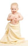 Śmiać się głośno dzieciaka w żółtym ręczniku fotografia royalty free